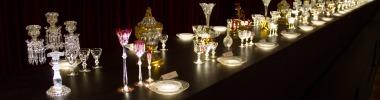 Um dos displays da exposição comemorativa de 250 anos do cristal Baccarat no Petite Palais, em Paris